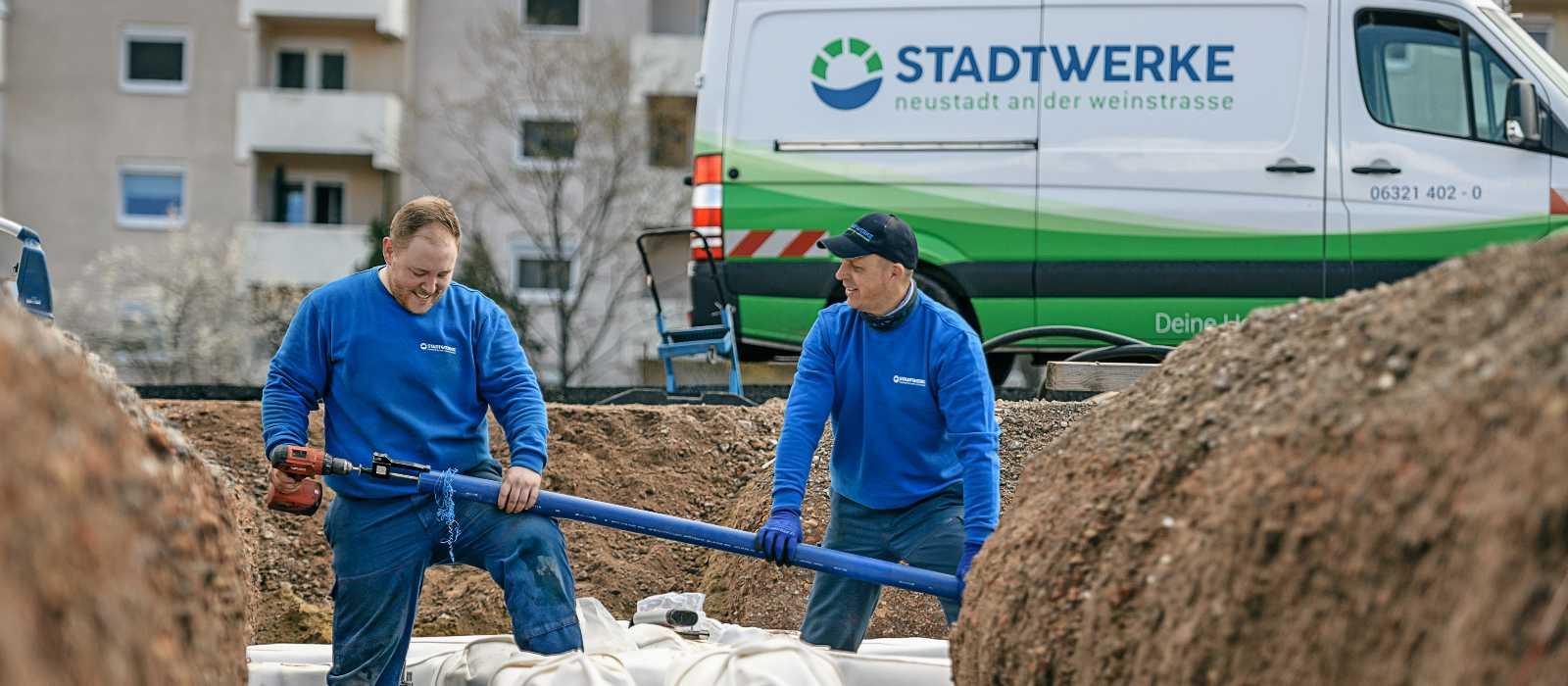 Stadtwerke Neustadt Service Kundenservice Kachel Baustellen Arbeiter © AD LUMINA Ralf Ziegler